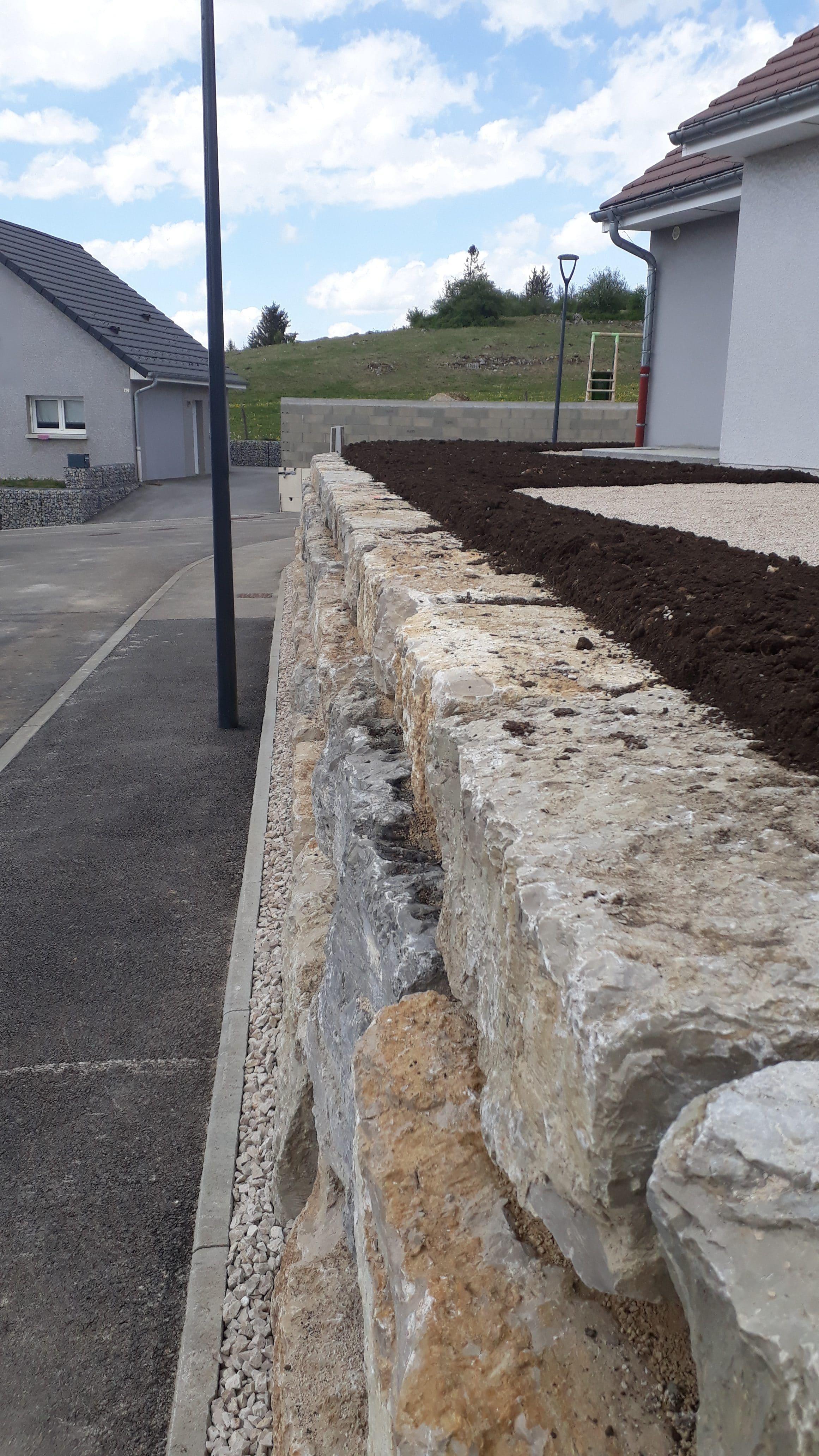 enrochement-mur-beton-terrasse-exterieur-maison-travaux-publics-TP-pontarlier-doubs-franche-comte-01